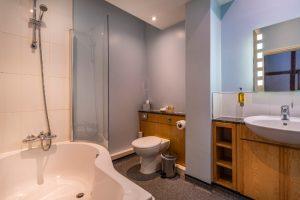The Swan Deluxe Suite 108 Bathroom