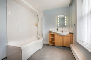 The Swans bedroom 113 bathroom