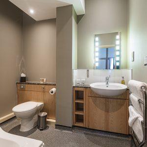 Room 108 Deluxe Suite Bathroom