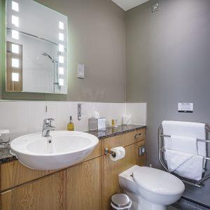 Room 213 Classic Double Bathroom
